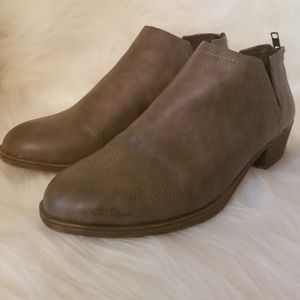 Altar'd State Topher booties size 7.5